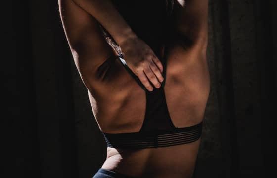 Rücken dehnen: 3 effektive Übungen für den Alltag